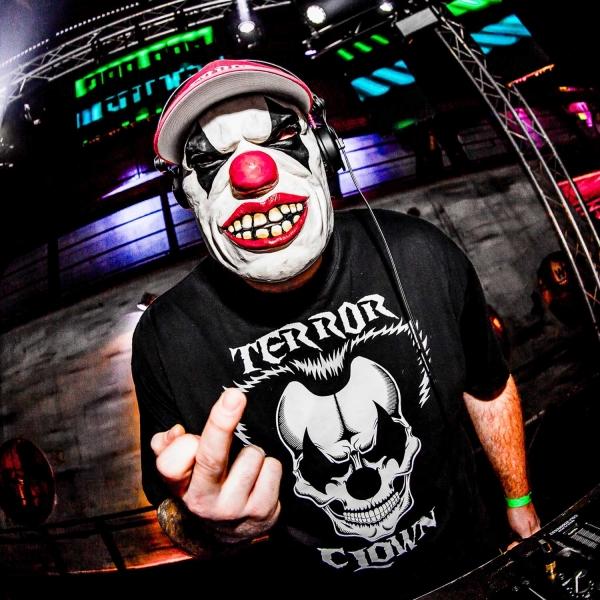 Terrorclown wearing skull T-shirt for 100% Hardcore webshop